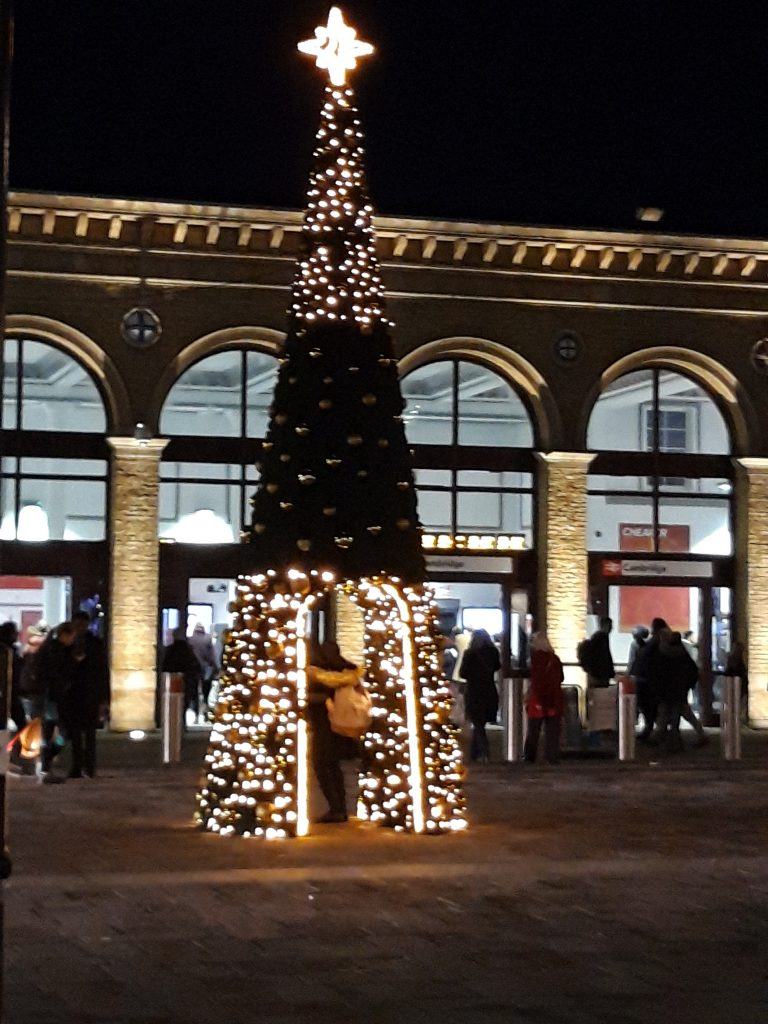 Christmas is nearing: Christmas Tree at the Station